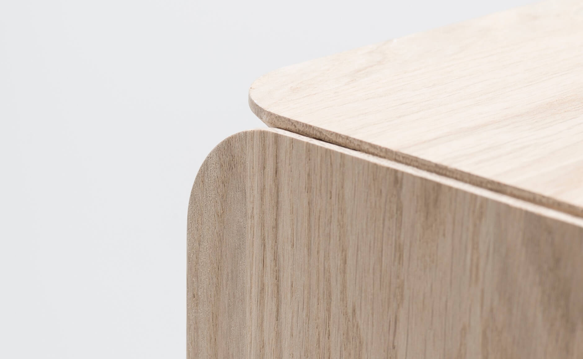 slide-1-piedestal-design-adrien-rovero